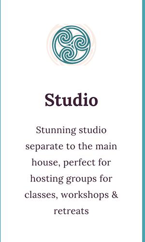 studio info button